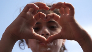 love-syria-child-heart